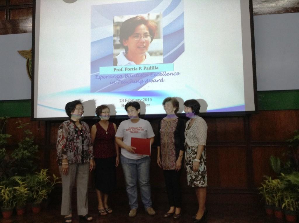 Professor Padilla (center) receives the Esperanza Bautista Excellen in Teaching Award